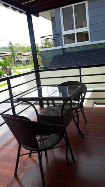 2nd-floor-balcony-area