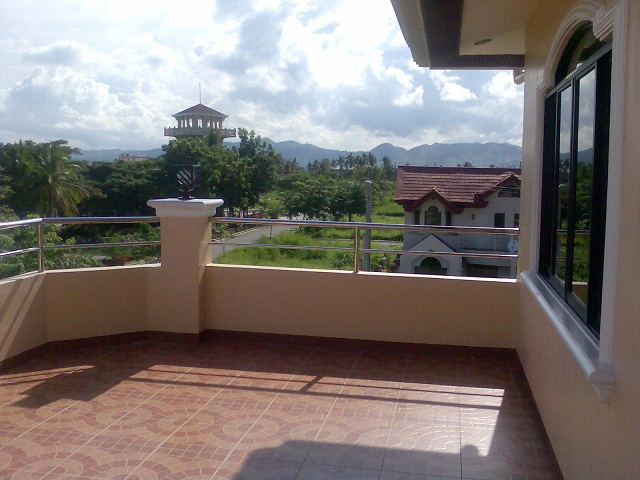 3rd-floor-view-from-balcony-to-clubhouse