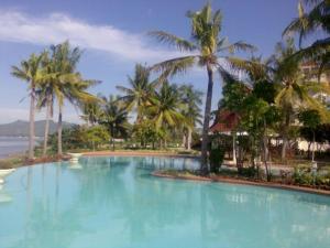 club-swimming-pool