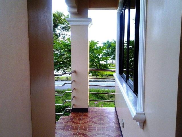 master-bedroom-balcony