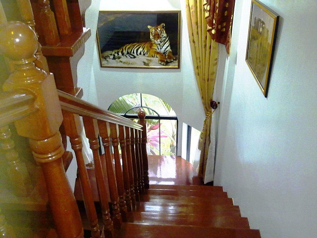 view-from-between-floors-leading-down-to-ground-floor