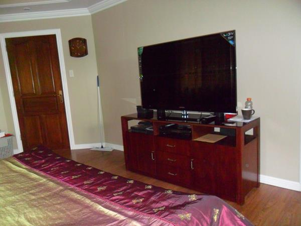 masters-bedroom-tv