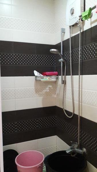 masters-bedroom-shower