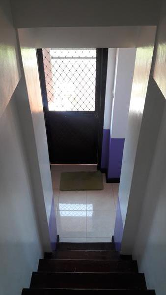 stairway-down-to-lower-level