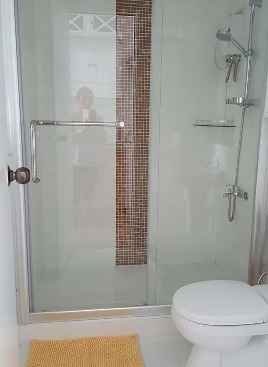 a08-bathroom-with-strong-water-and-hot-shower