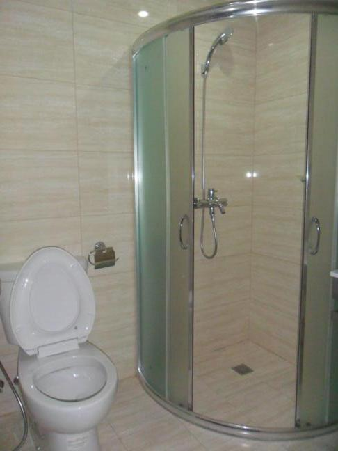 common-toilet-shower